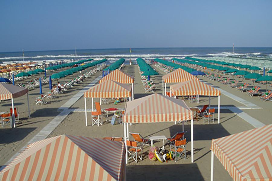 Stabilimento balneare a Marina di Pietrasanta, versilia, mare, vacanze