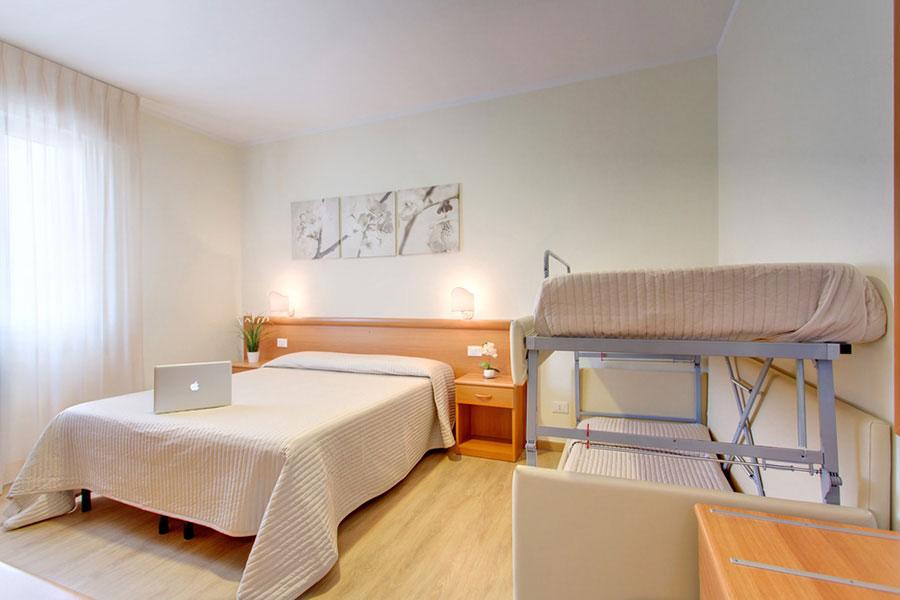 Hotel a Lido di Camaiore, camera quadrupla dell' hotel Biagi