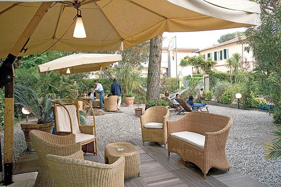 Hotel a Forte dei Marmi, giardino hotel La Pace