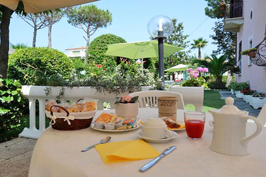 Hotel a Forte dei Marmi, particolare colazione hotel Ambra