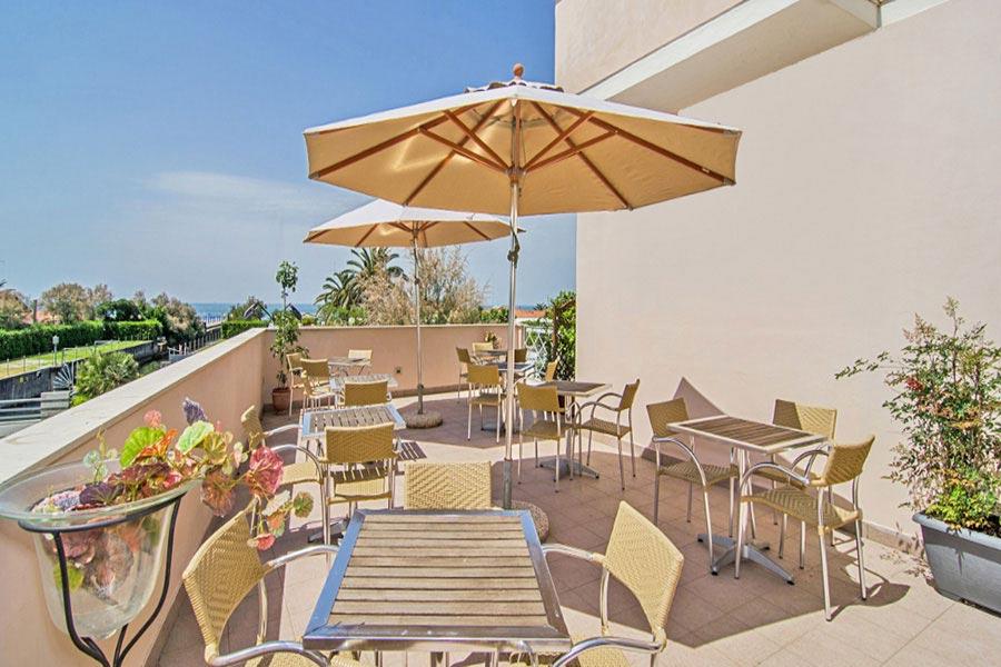 Hotel a Marina di Pietrasanta, terrazza attrezzata hotel Bencistà a Marina di Pietrasanta