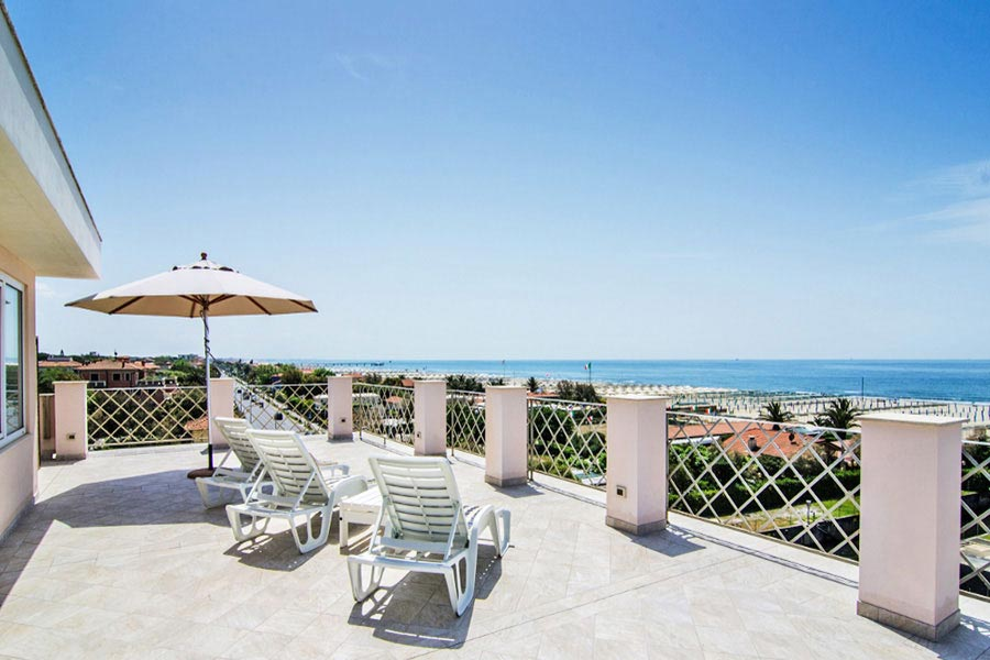 Hotel a Marina di Pietrasanta, terrazza solarium hotel Bencistà a Marina di Pietrasanta