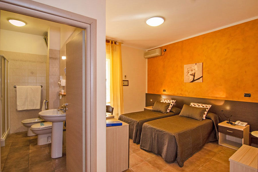 hotel a Marina di Massa, camera hotel Gabrini