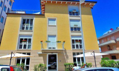 hotel a Lido di Camaiore, facciata Hotel Lido Innhote
