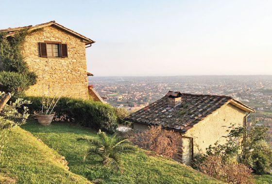 case in Versilia, casale vista mare sulle colline della versilia